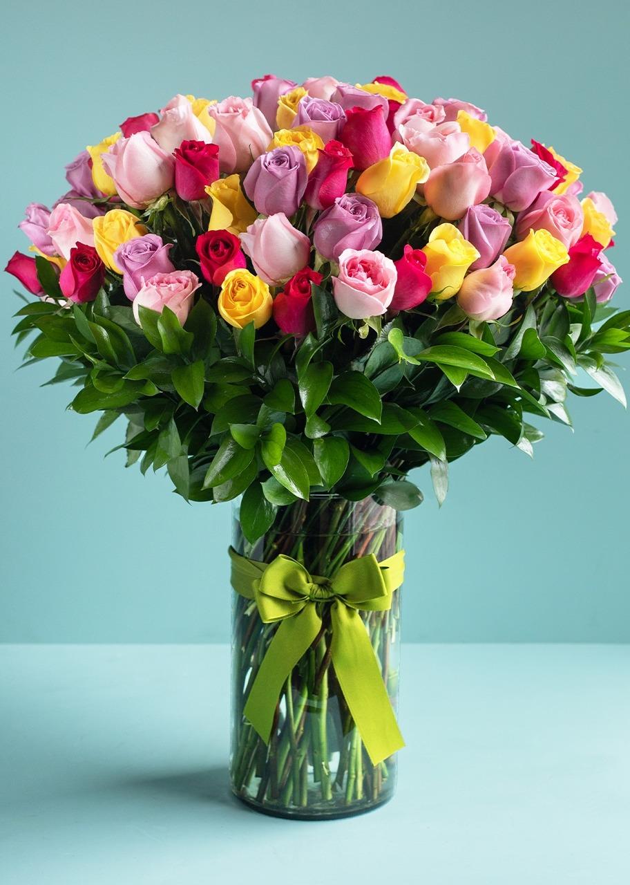 Imagen para 100 Rosas Arcoiris en Jarrón - 1