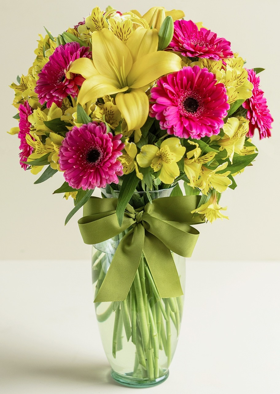 Imagen para Gerbera Daisies and Lilies in Glass Vase - 1