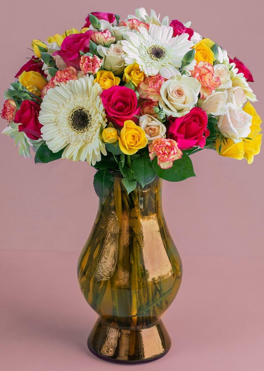 Imagen para 10 Rosas y 5 Gerberas en jarrón - 1