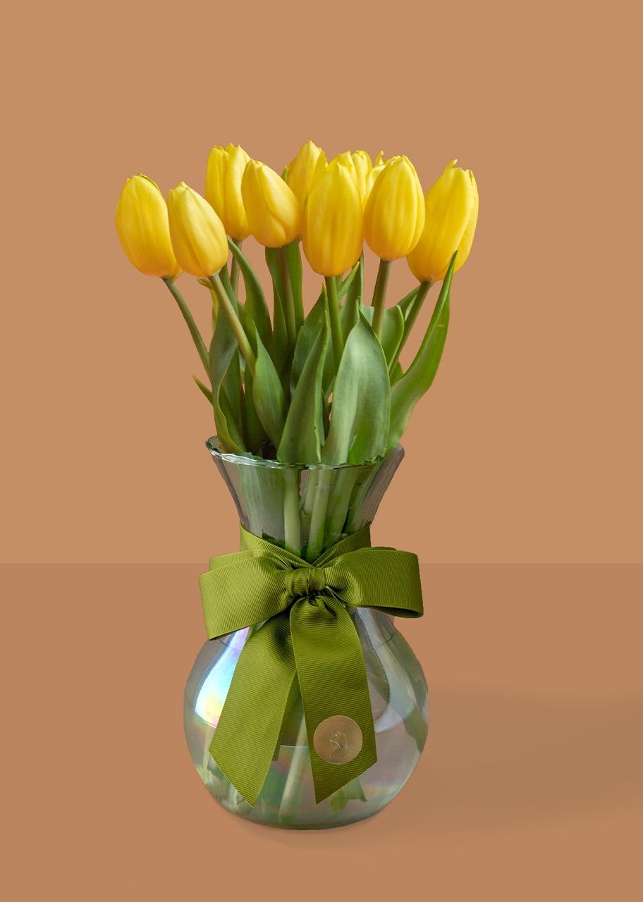 Imagen para 10 tulipanes amarillos en jarron tornasol - 1