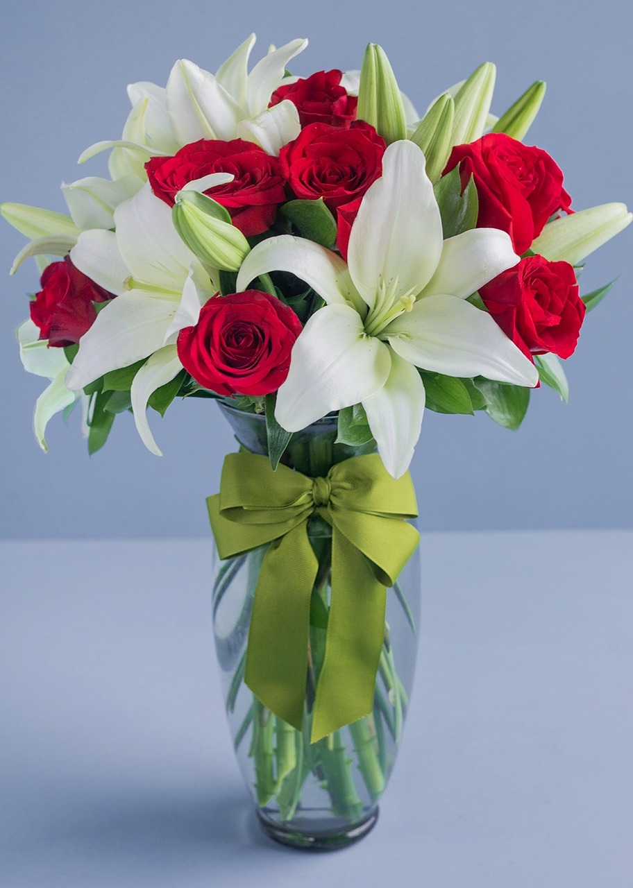 Imagen para 12 fresh roses and lilies - 1