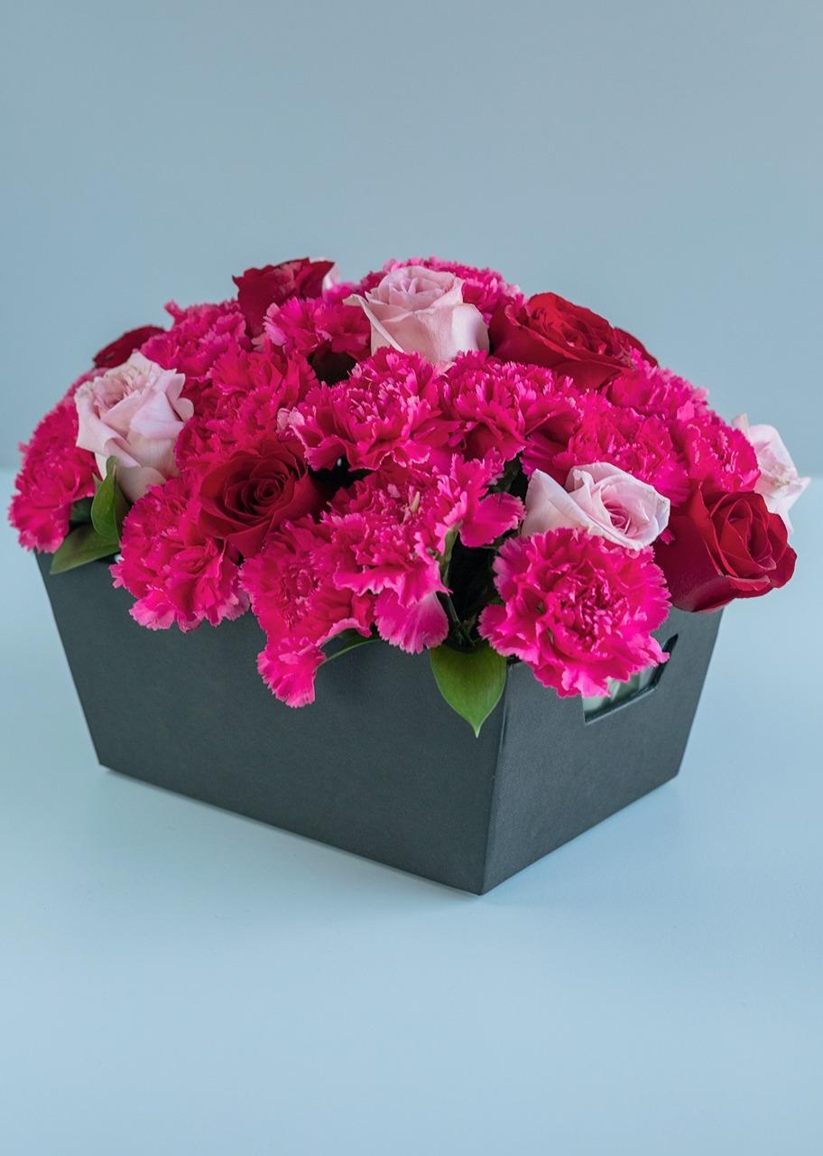 Imagen para 12 Rosas Combinadas y Claveles - 1