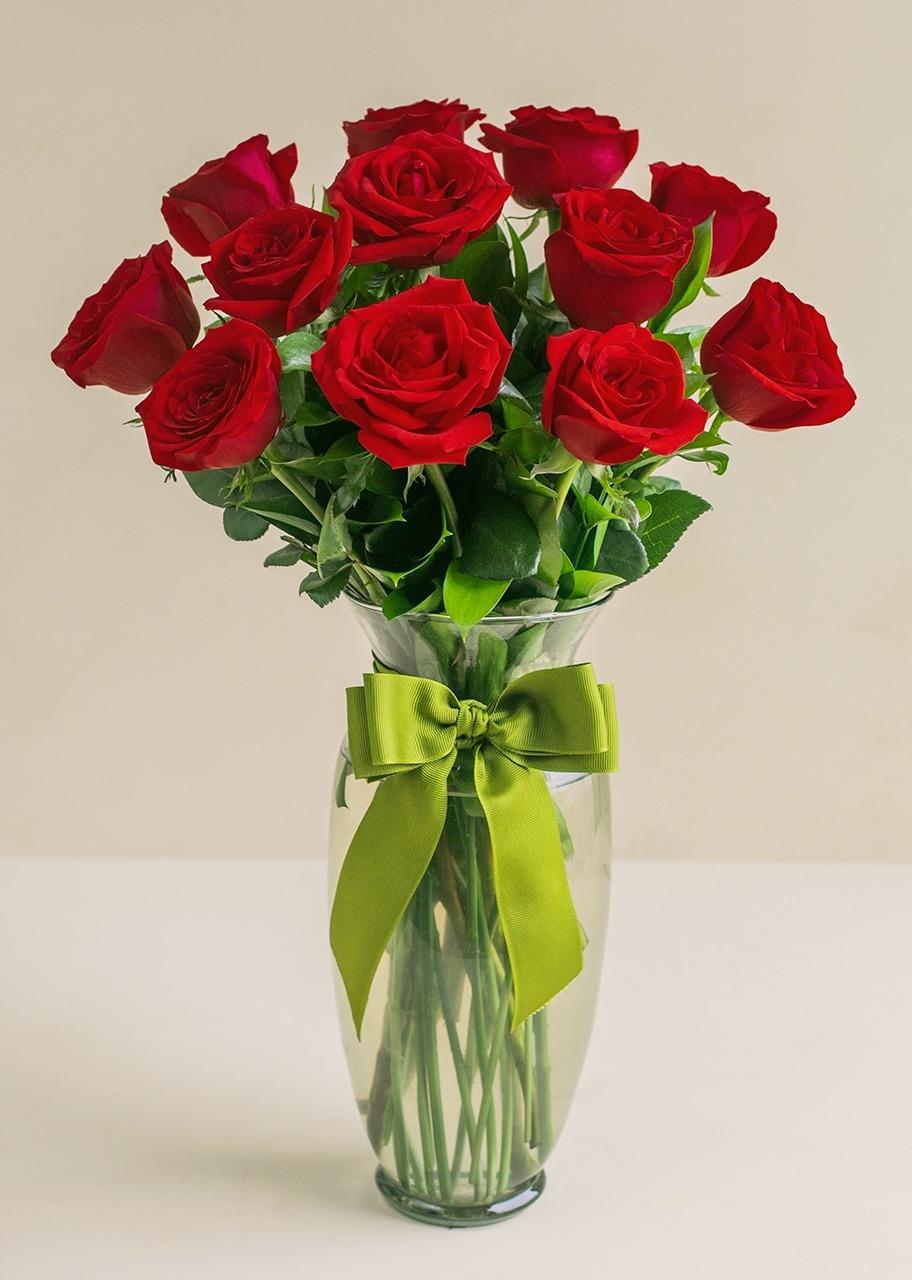 Imagen para 12 Rosas rojas en jarrón - 1