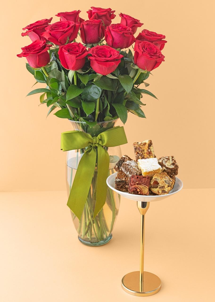 Imagen para 12 rosas rojas con brownies 8 piezas - 1