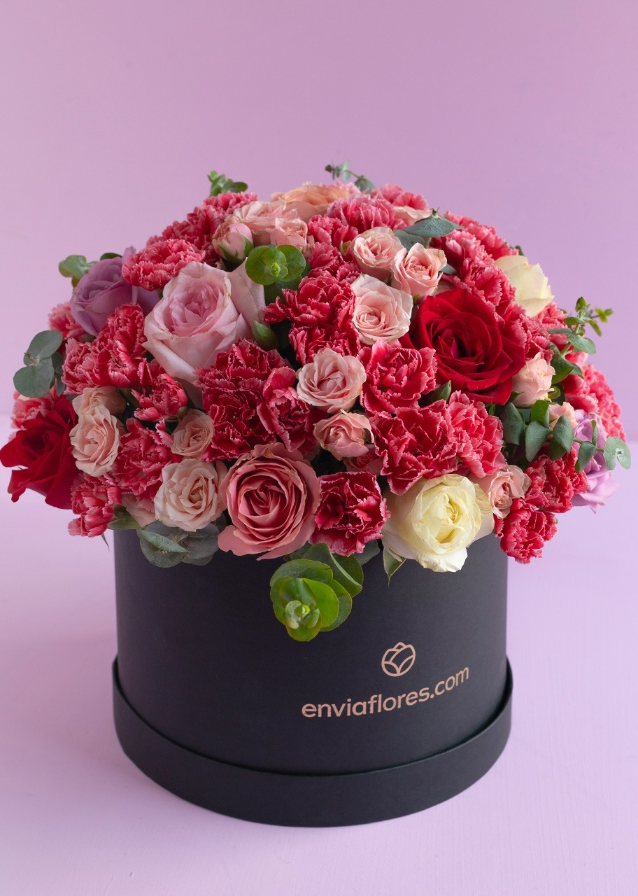 Imagen para Flower Box with 15 Roses and Mini roses - 1