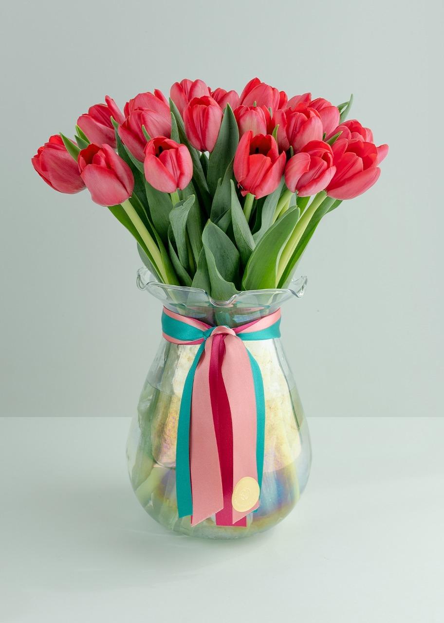 Imagen para 20 Tulipanes Rojos en Jarrón - 1