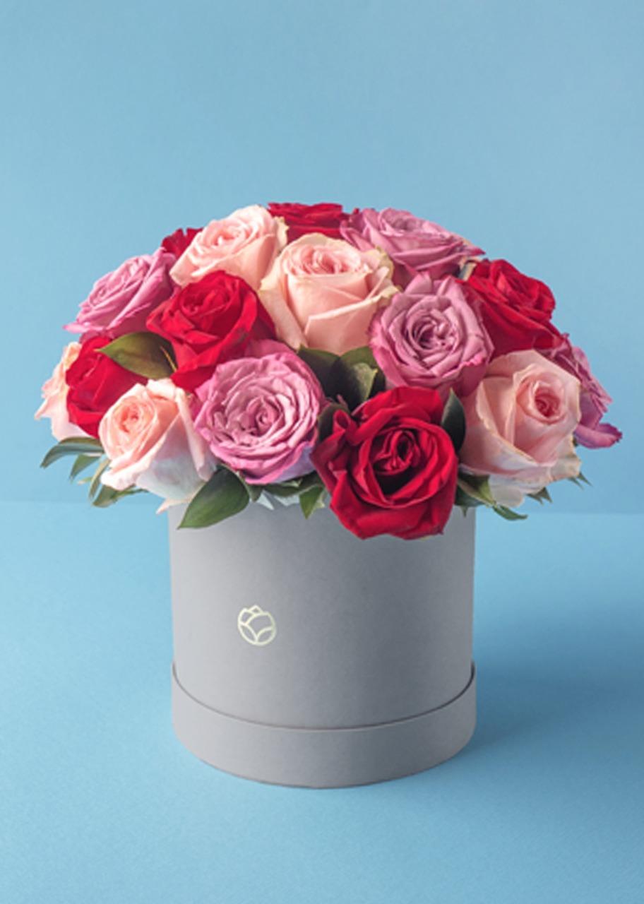 Imagen para 24 Rosas combinadas en caja gris - 1