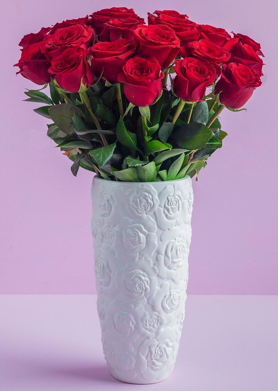 Imagen para 24 Rosas rojas en Jarrón de Cerámica - 1