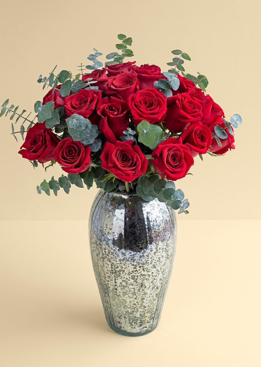 Imagen para 24 Rosas rojas en jarrón jaspeado platinado - 1