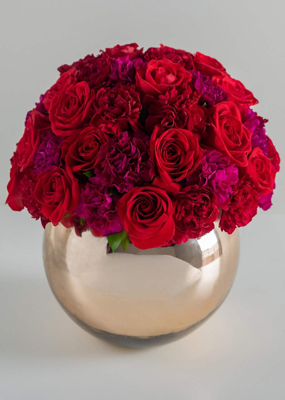 Imagen para 24 Roses and Carnations with Base - 1