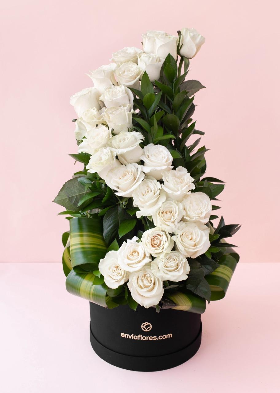 Imagen para Amor infinito con 24 rosas blancas en caja - 1
