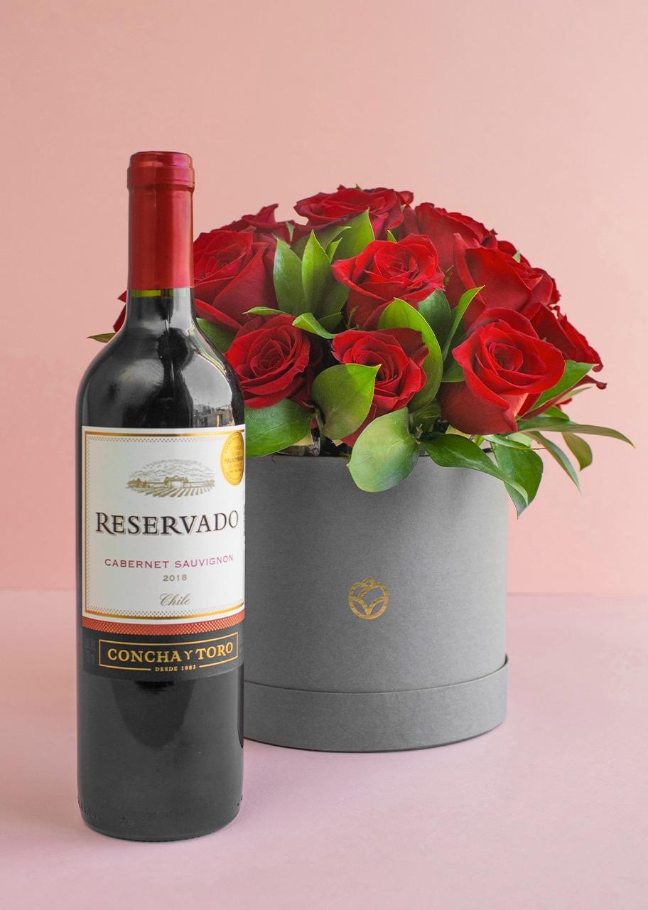 Imagen para 24 rosas rojas en caja con botella de vino - 1