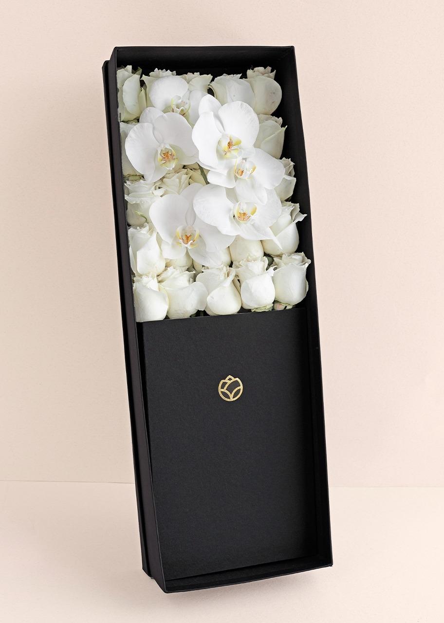 Imagen para 25 rosas blancas y orquídeas en caja - 1