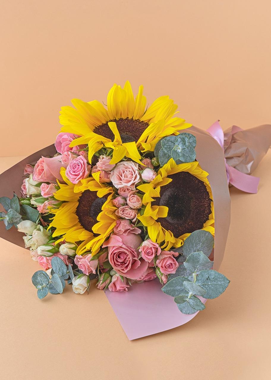 Imagen para Ramo de 3 Girasoles y Mini Rosas - 1