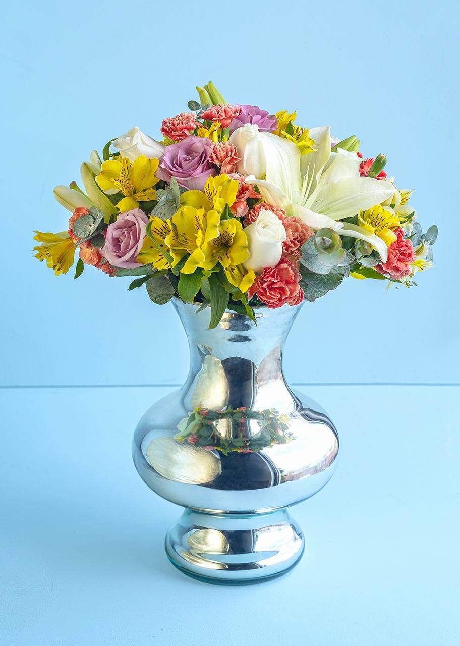 Imagen para 12 Rosas y Lilys en Jarrón Espejo - 1