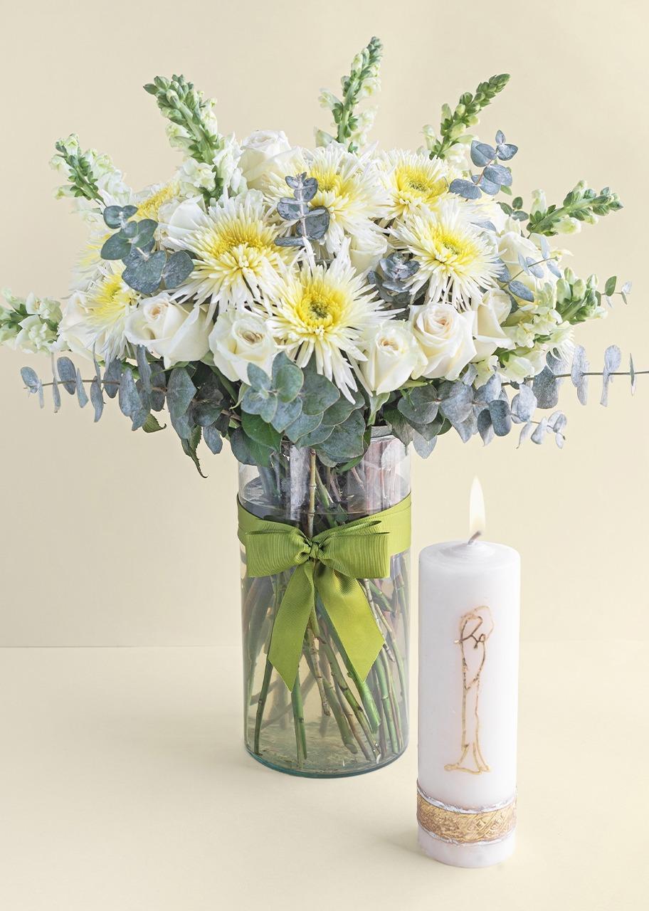 Imagen para 24 Rosas y Flor Spider con Cirio Virgen - 1