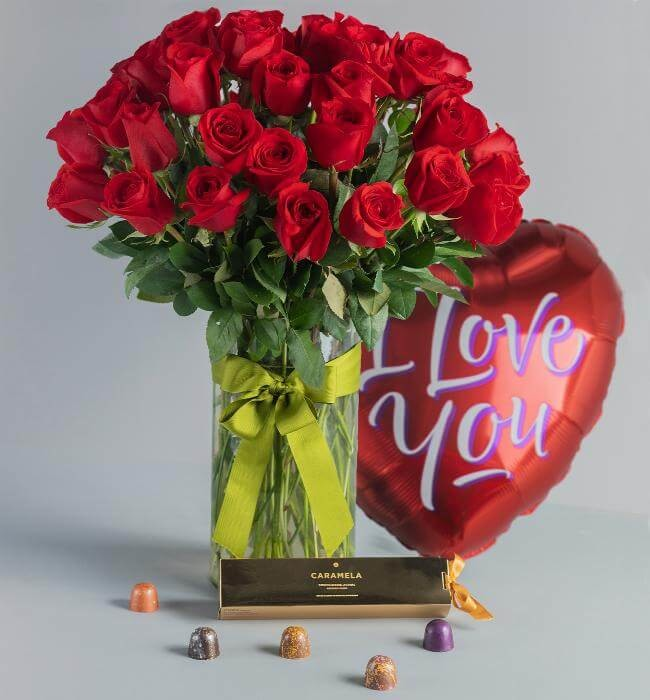 Imagen para 50 Roses + Metallic Balloon + Truffles - 1