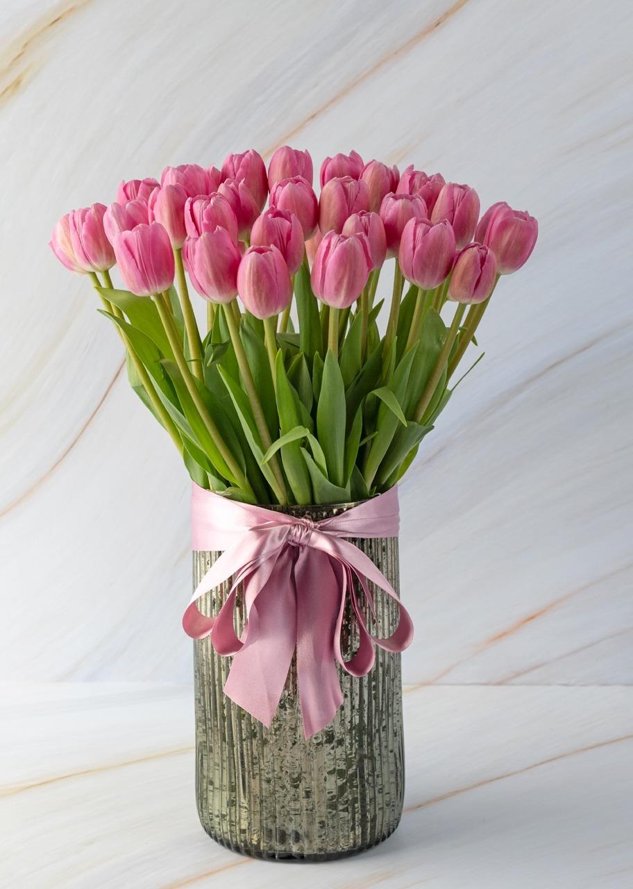 Imagen para 40 tulipanes rosas en jarrón platinado - 1