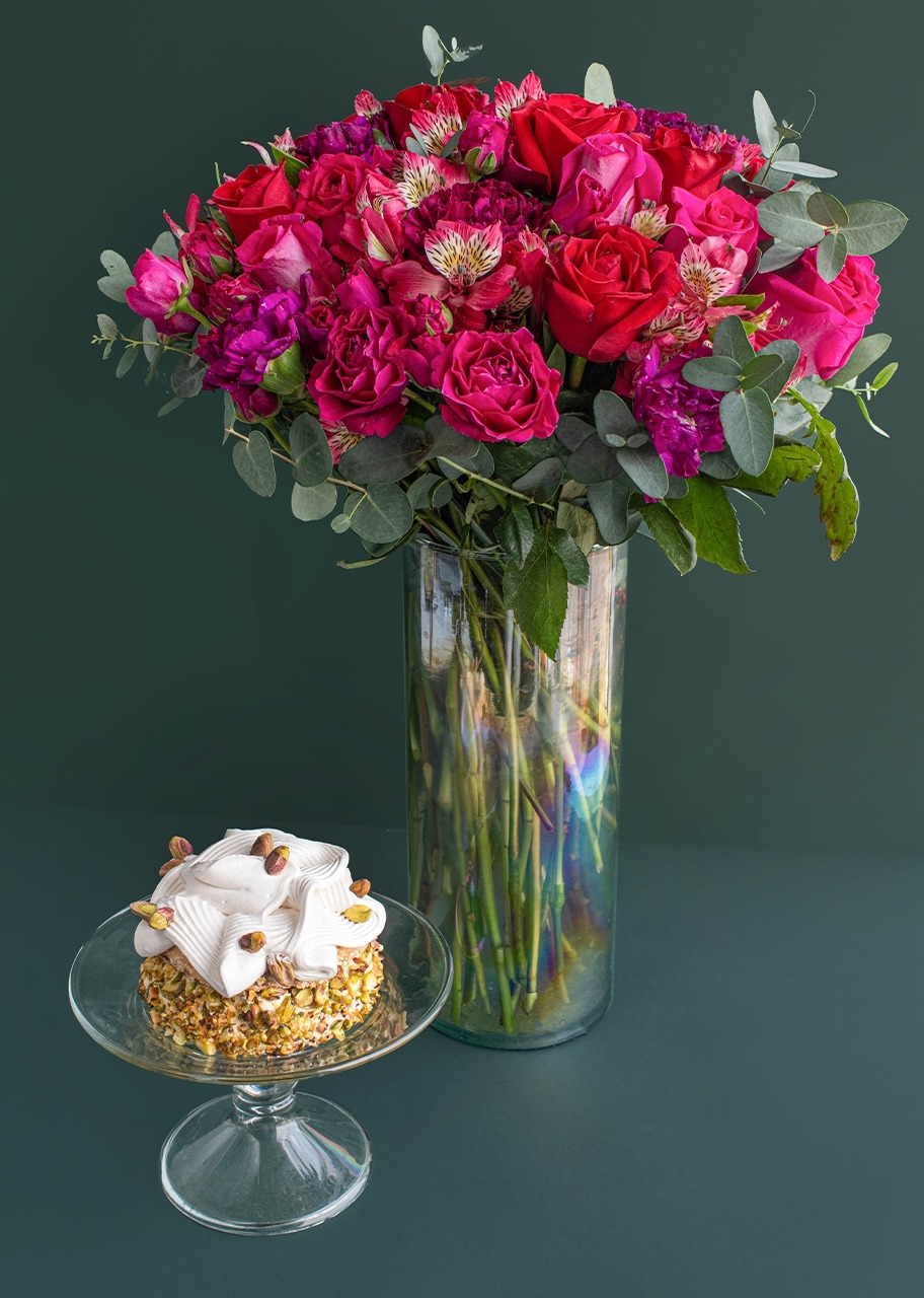 Imagen para Small Pistachio Cake with Roses in Jar - 1