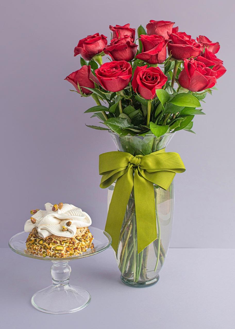 Imagen para Small Pistachio Cake with 12 Roses - 1