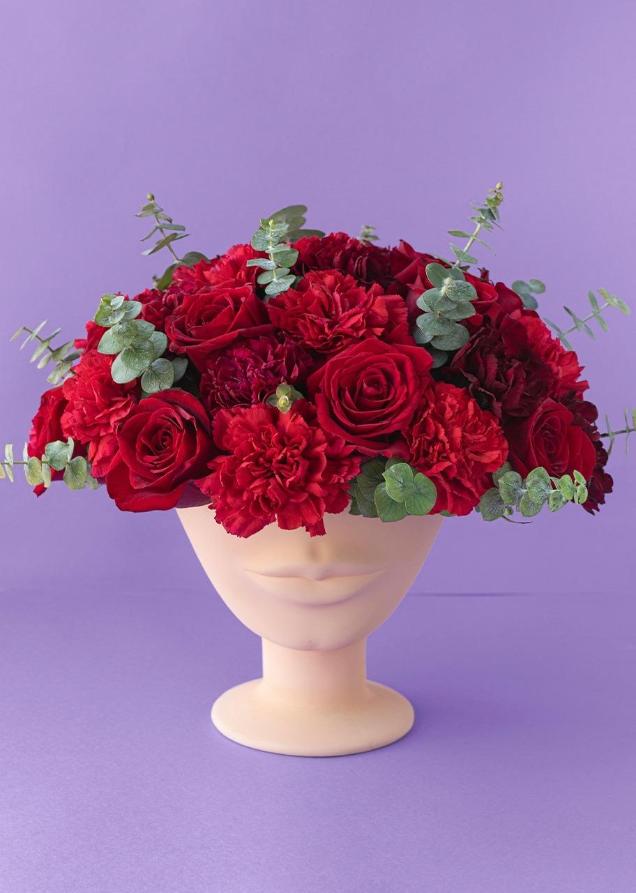 Imagen para Rosas rojas y claveles en base carita - 1