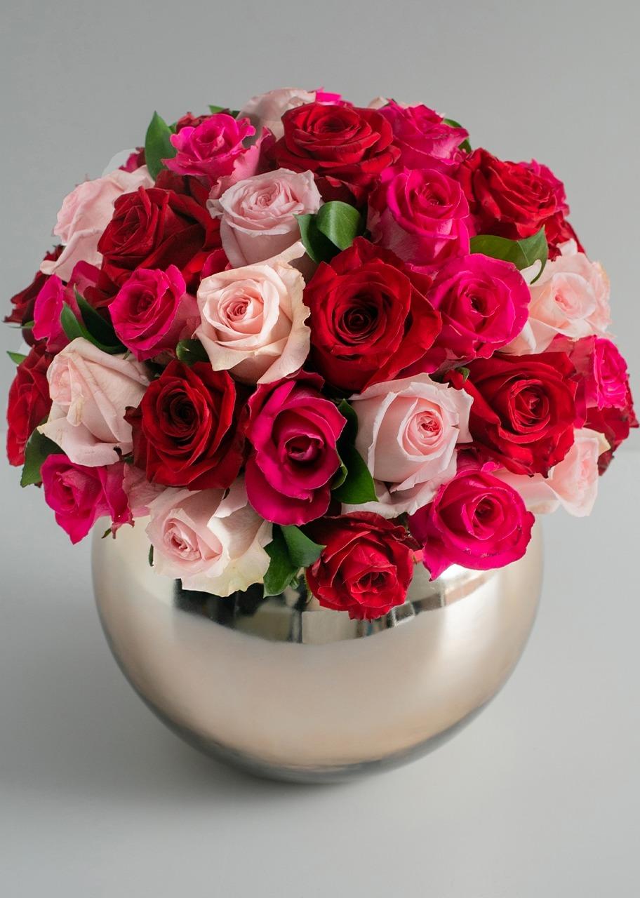 Imagen para 50 Rosas Combinadas en Base Esfera - 1