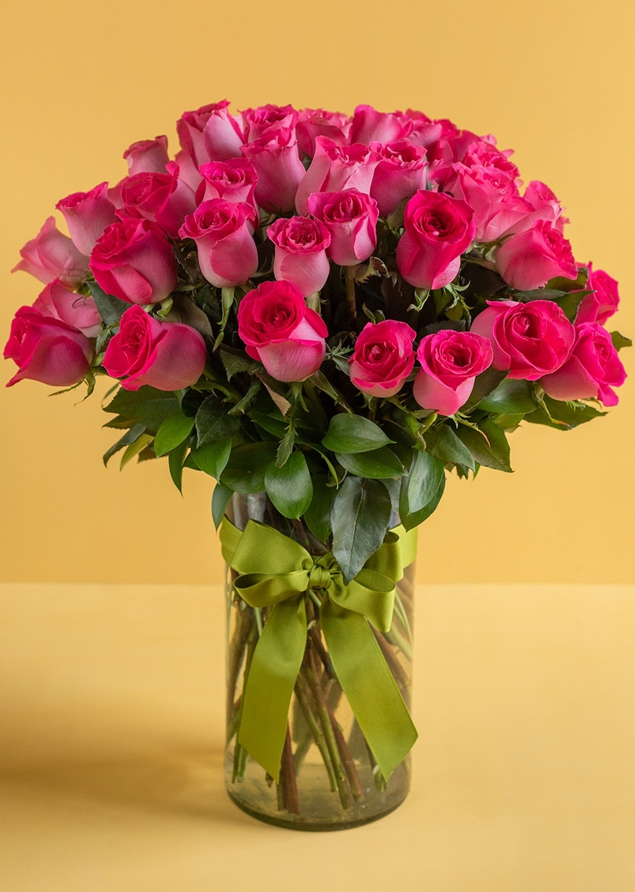 Imagen para 50 Rosas Rosa Intenso en Jarrón - 1