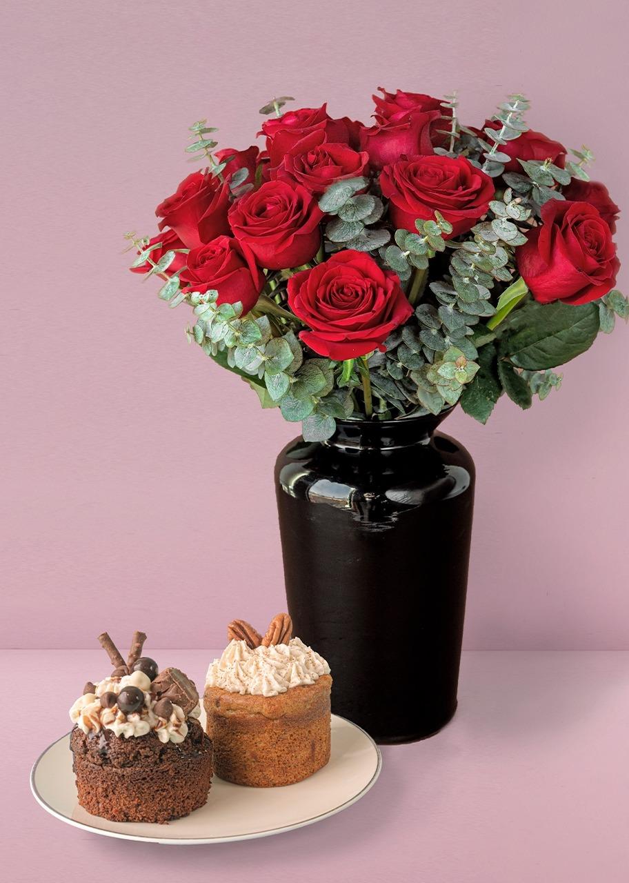 Imagen para 18 Rosas rojas con pasteles individuales - 1