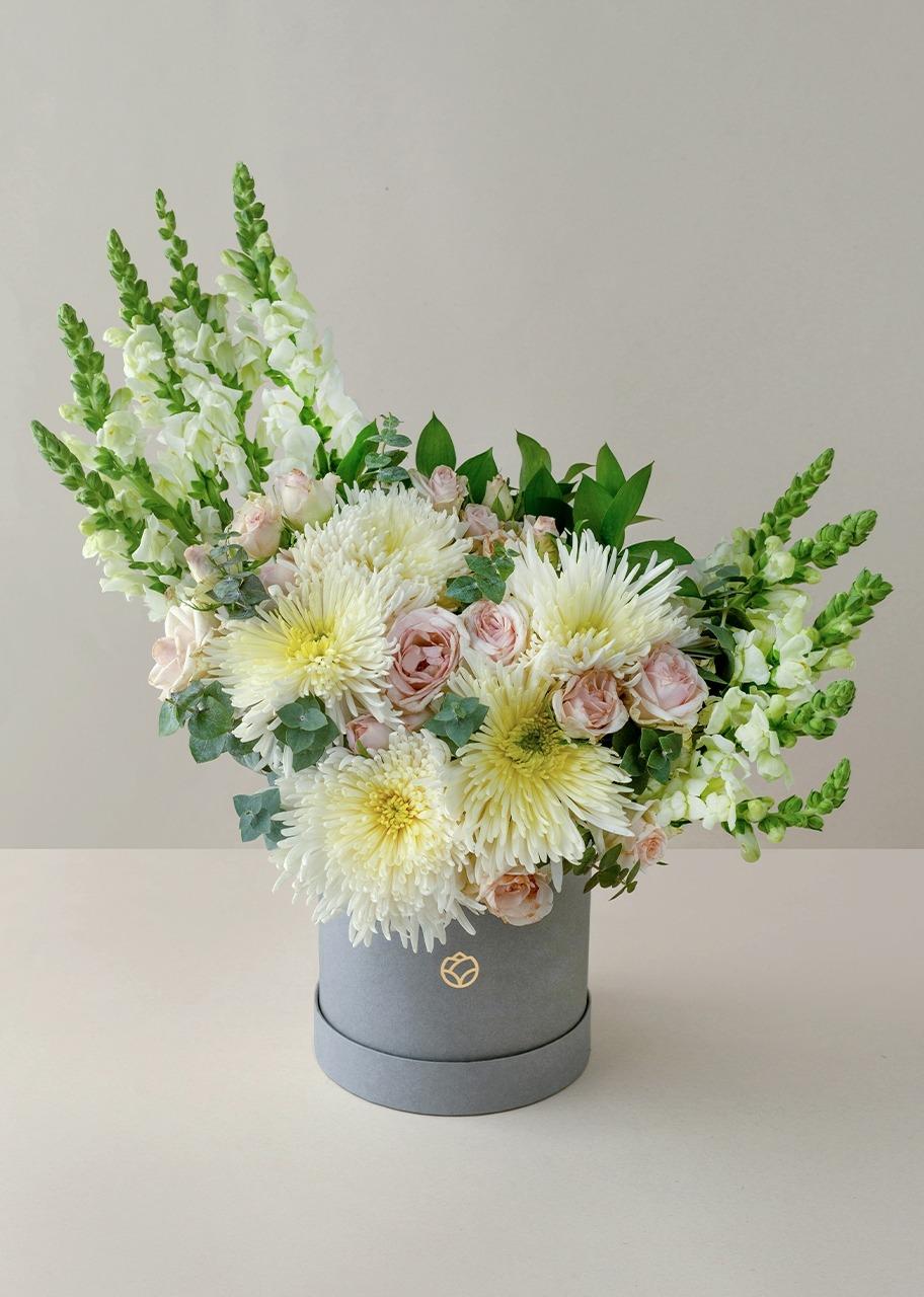 Imagen para 5 Spider Blancos y mini rosas en caja gris - 1