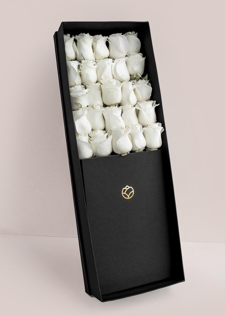 Imagen para 25 rosas blancas en caja - 1