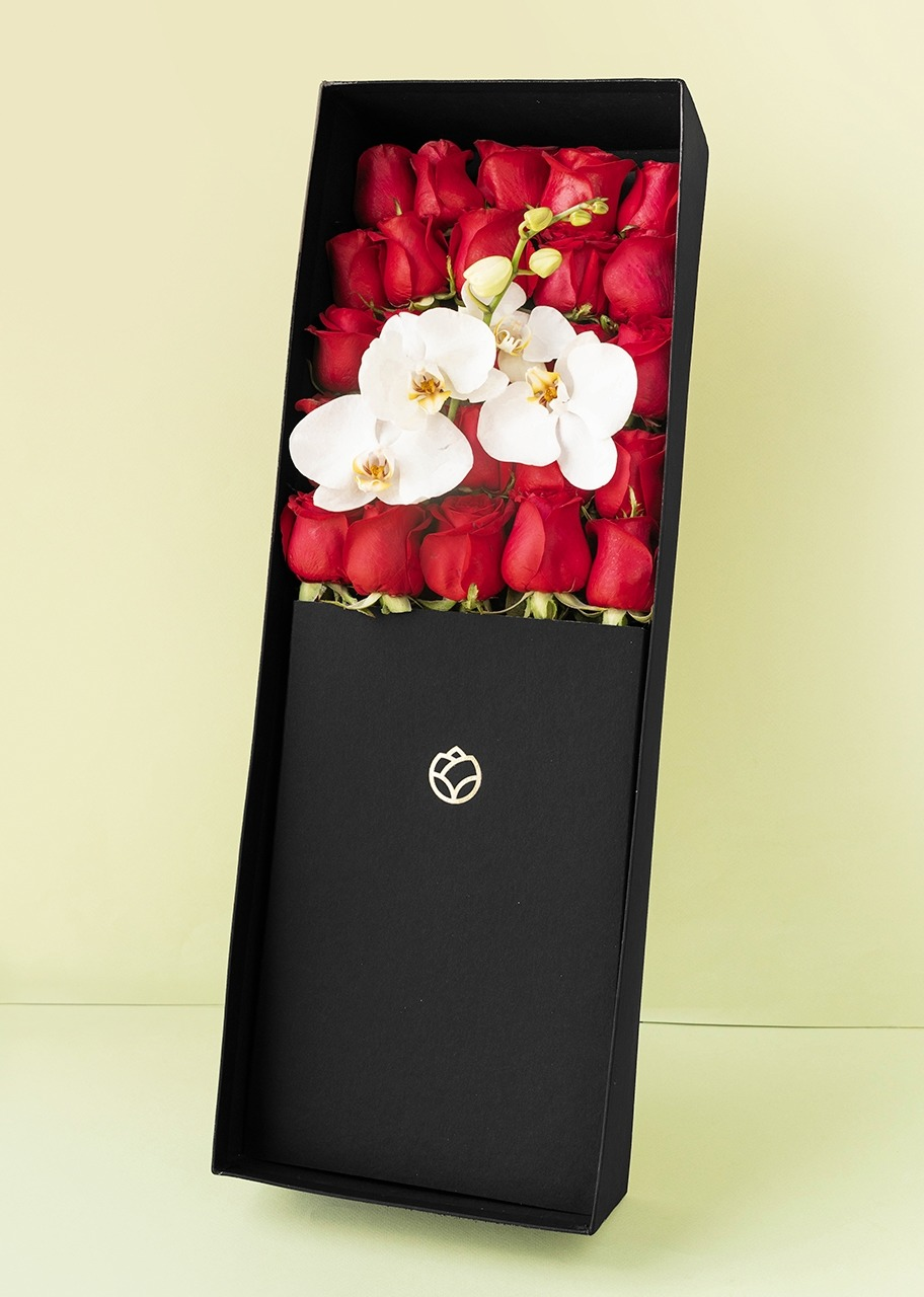 Imagen para 25 rosas rojas y orquídeas en caja - 1