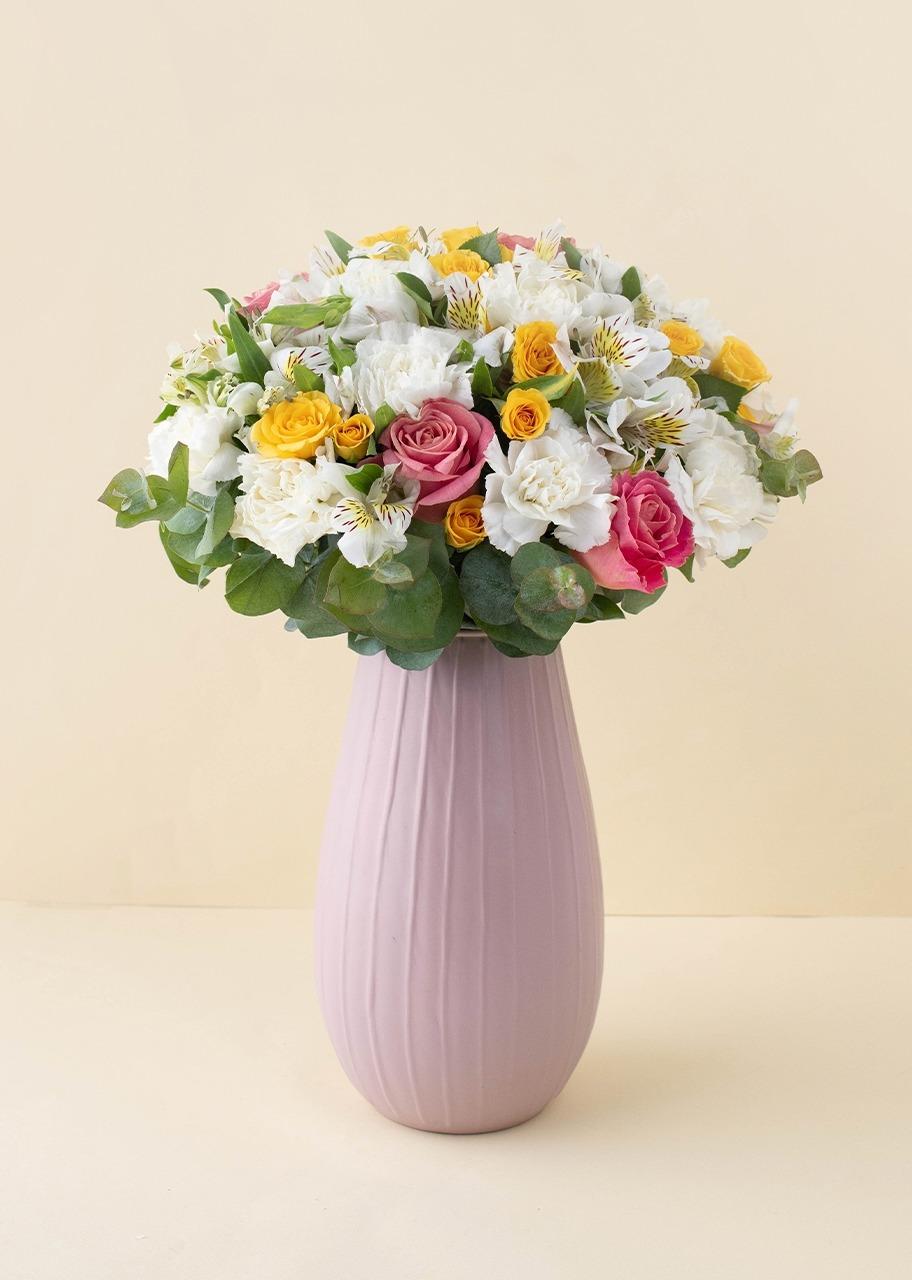 Imagen para Rosas y mini rosas en Jarrón Rosa Mate - 1