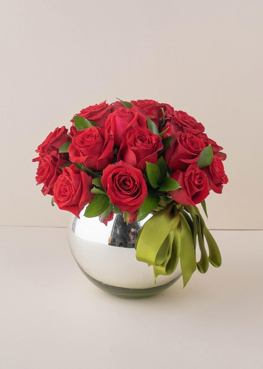 Imagen para 24 rosas rojas en base platinada - 1