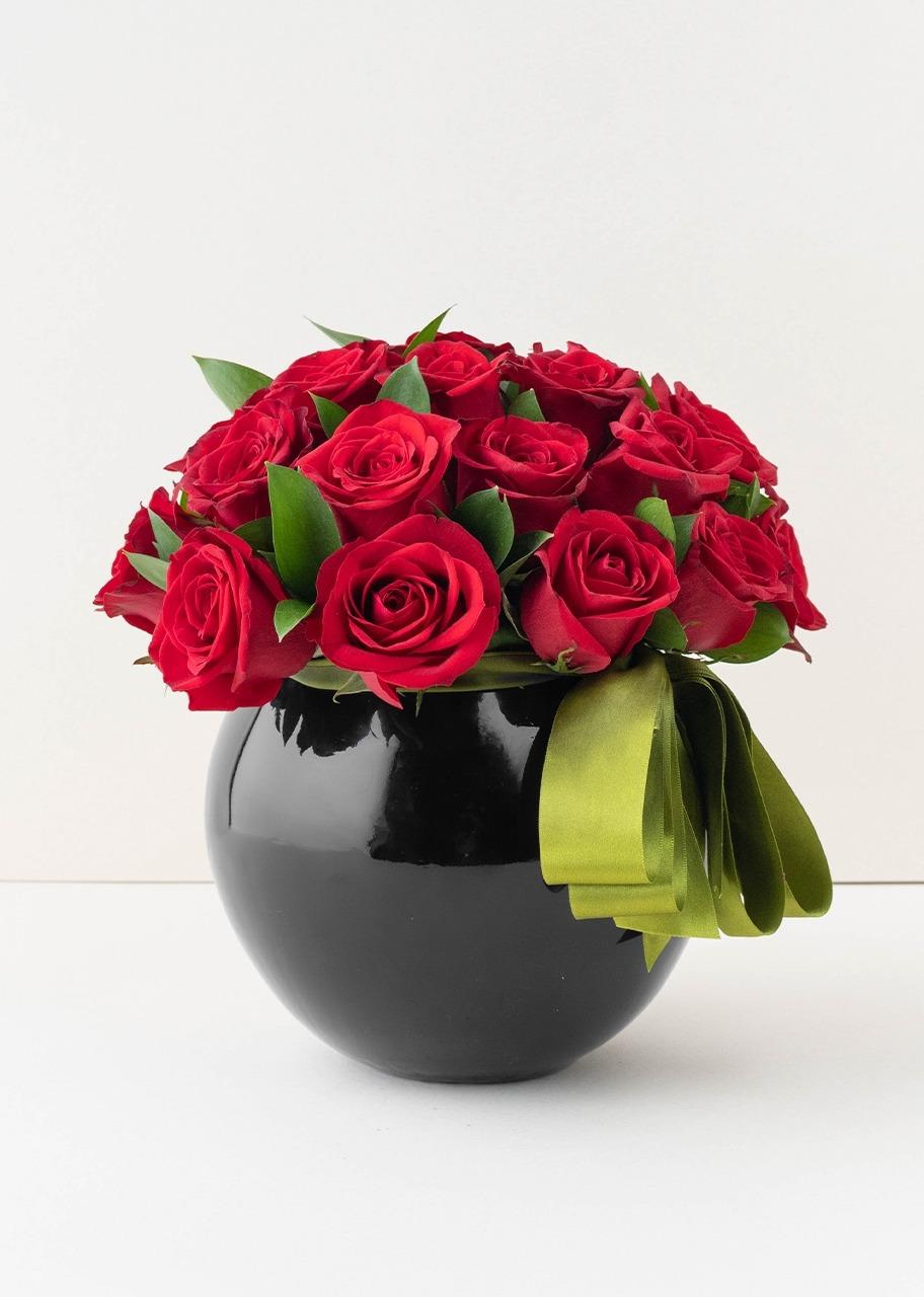 Imagen para 24 rosas rojas en base negra - 1