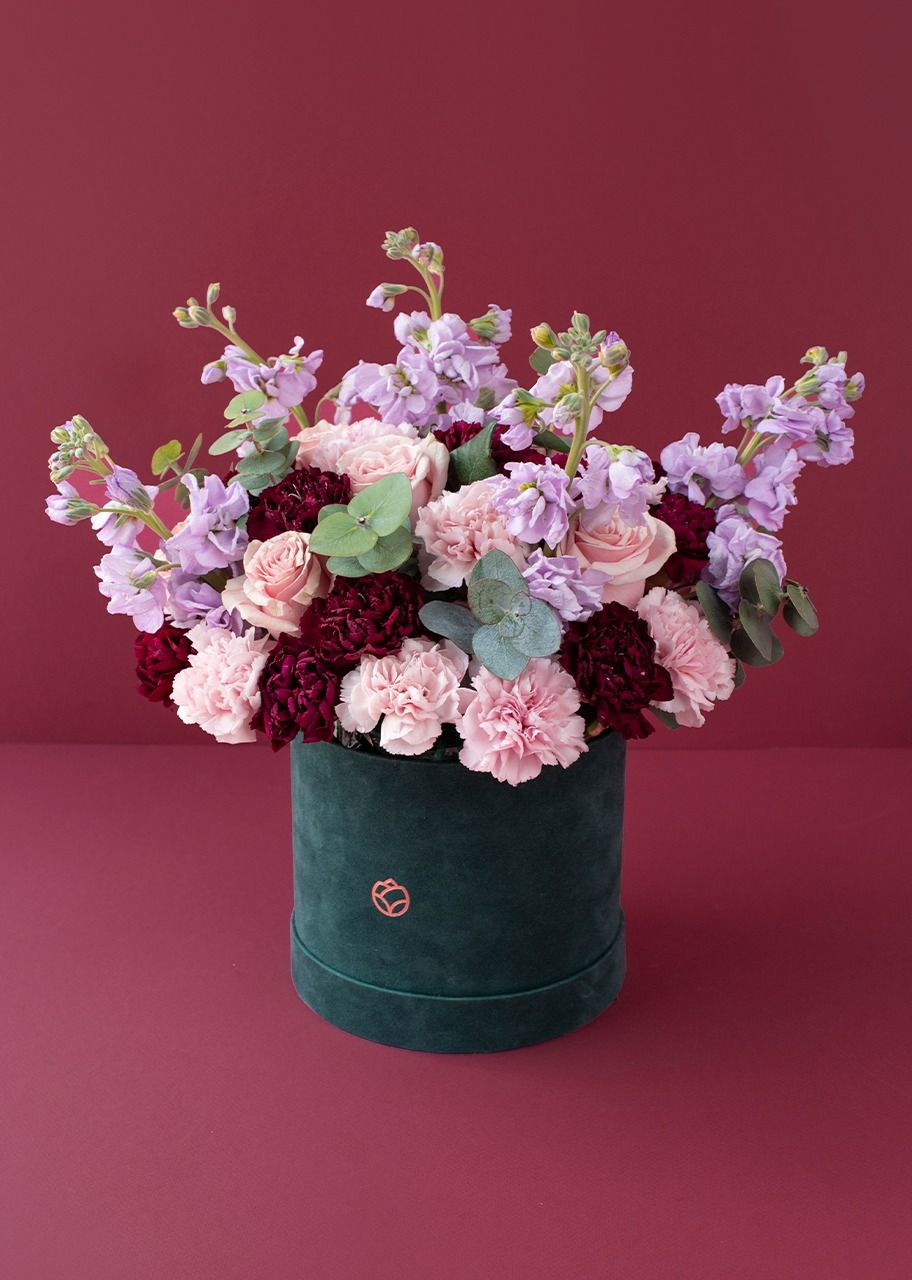 Imagen para Rosas rosas y alhelies en caja de terciopelo - 1