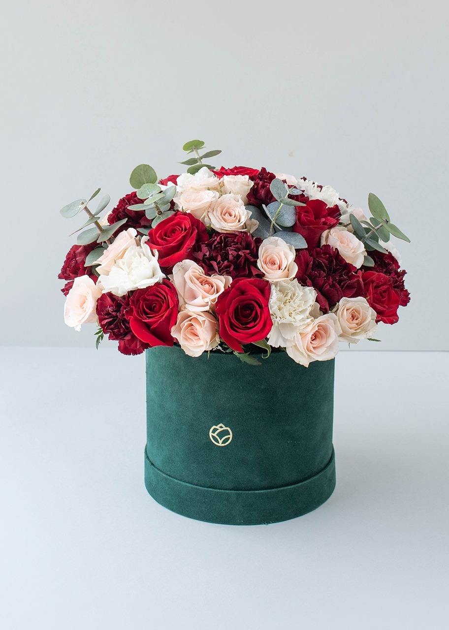 Imagen para Rosas rojas y mini rosas en caja de terciopelo - 1