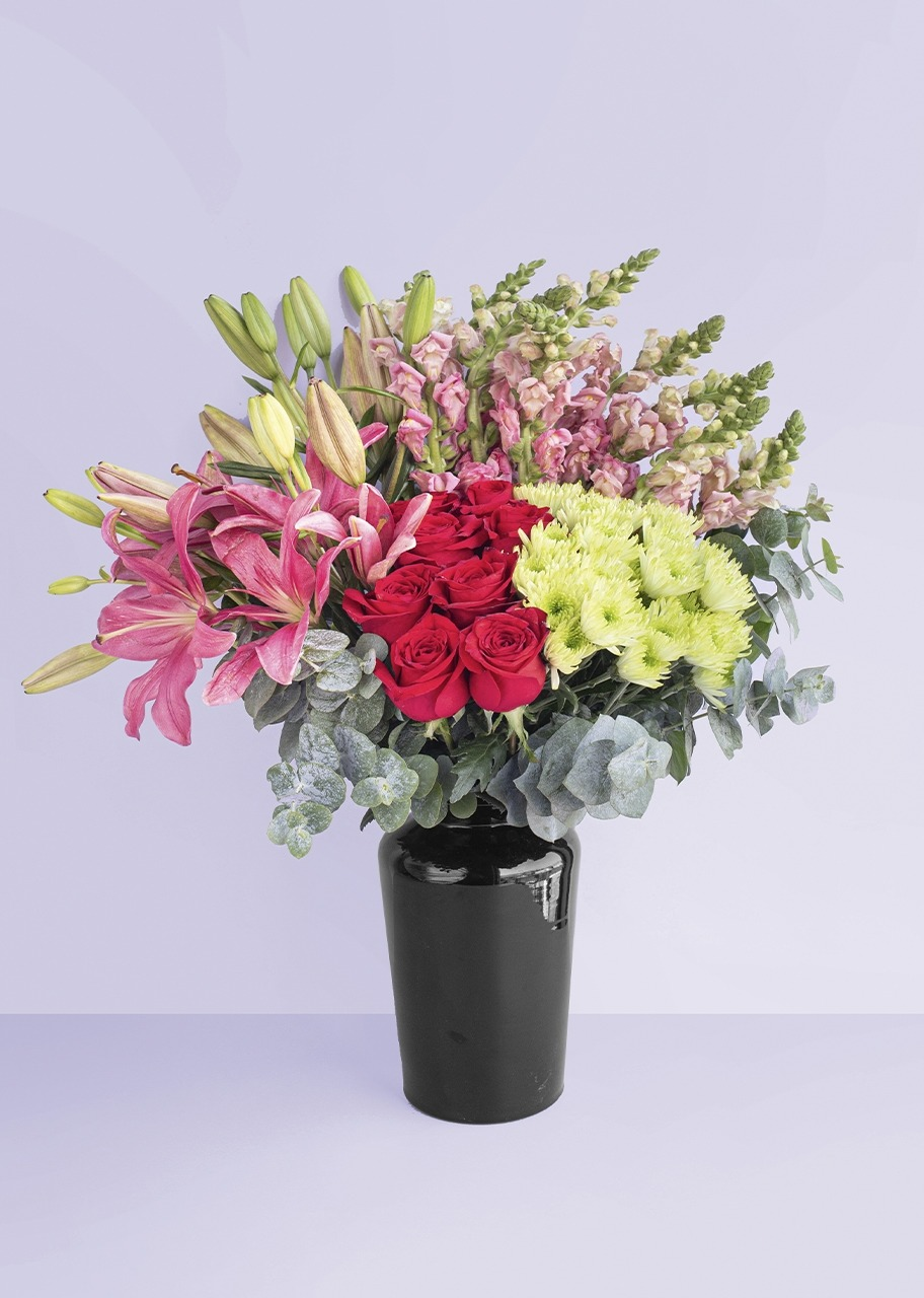Imagen para Rosas y Lilys en jarrón negro - 1