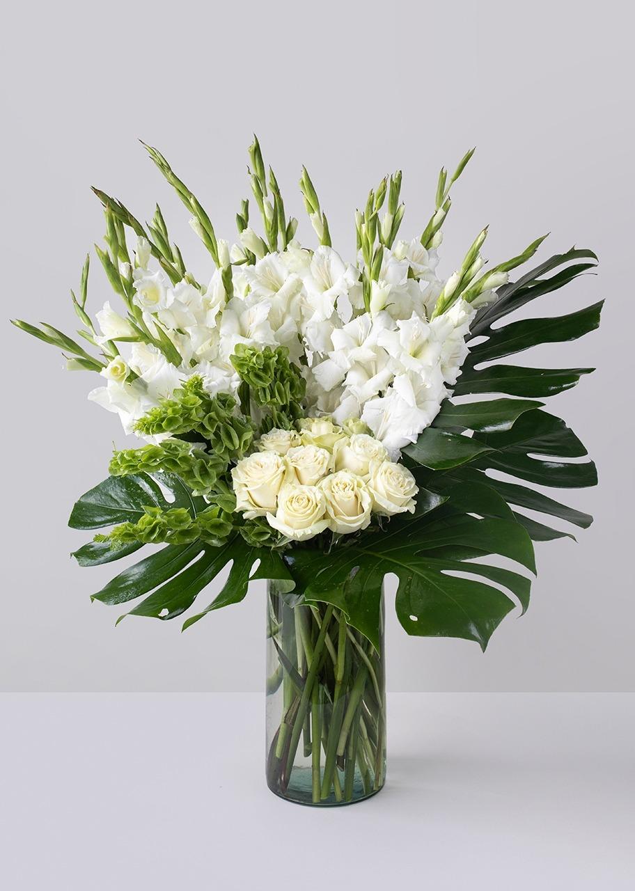 Imagen para Gladiolas y Rosas blancas en jarrón - 1