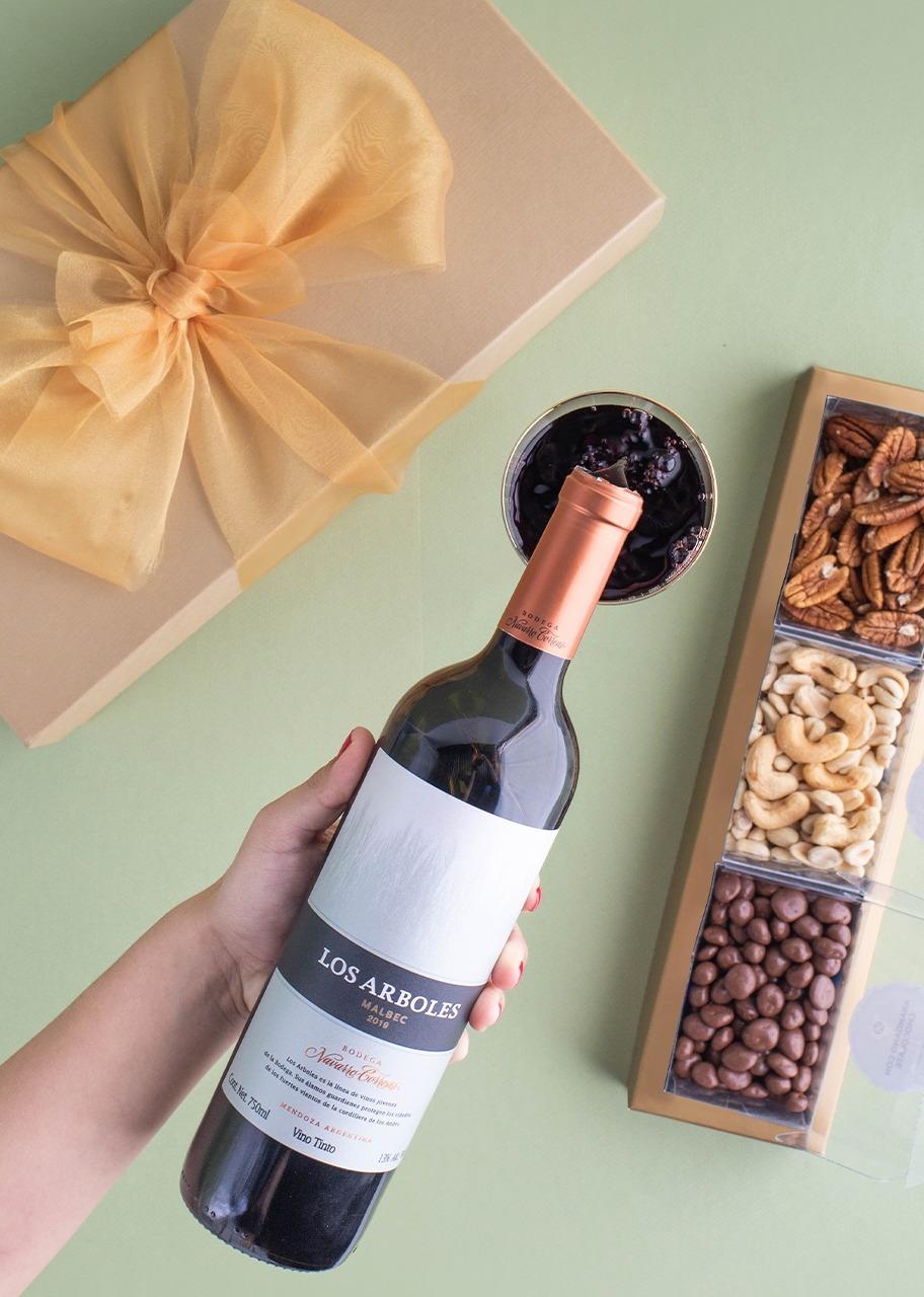 Imagen para Giftbox Vino Tinto Los Arboles Navarro Correas - 1