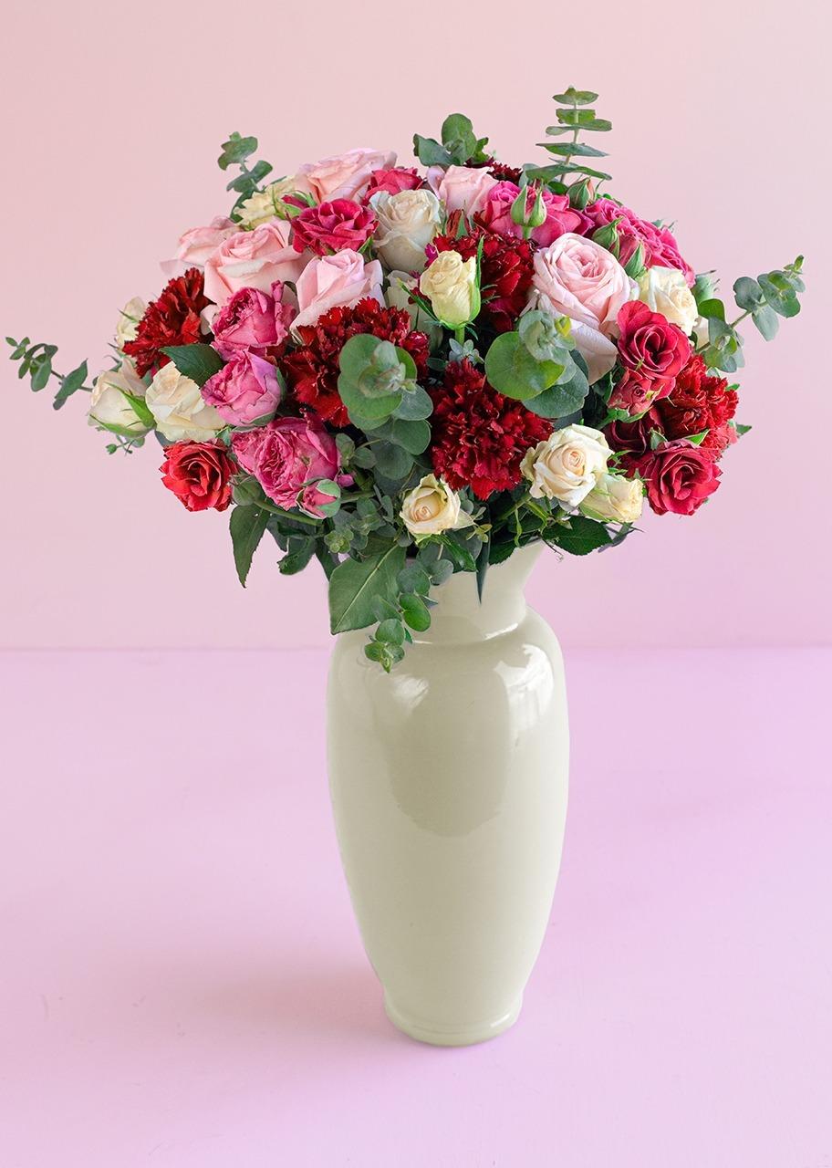 Imagen para 8 Rosas rosas y Claveles morados en jarrón - 1