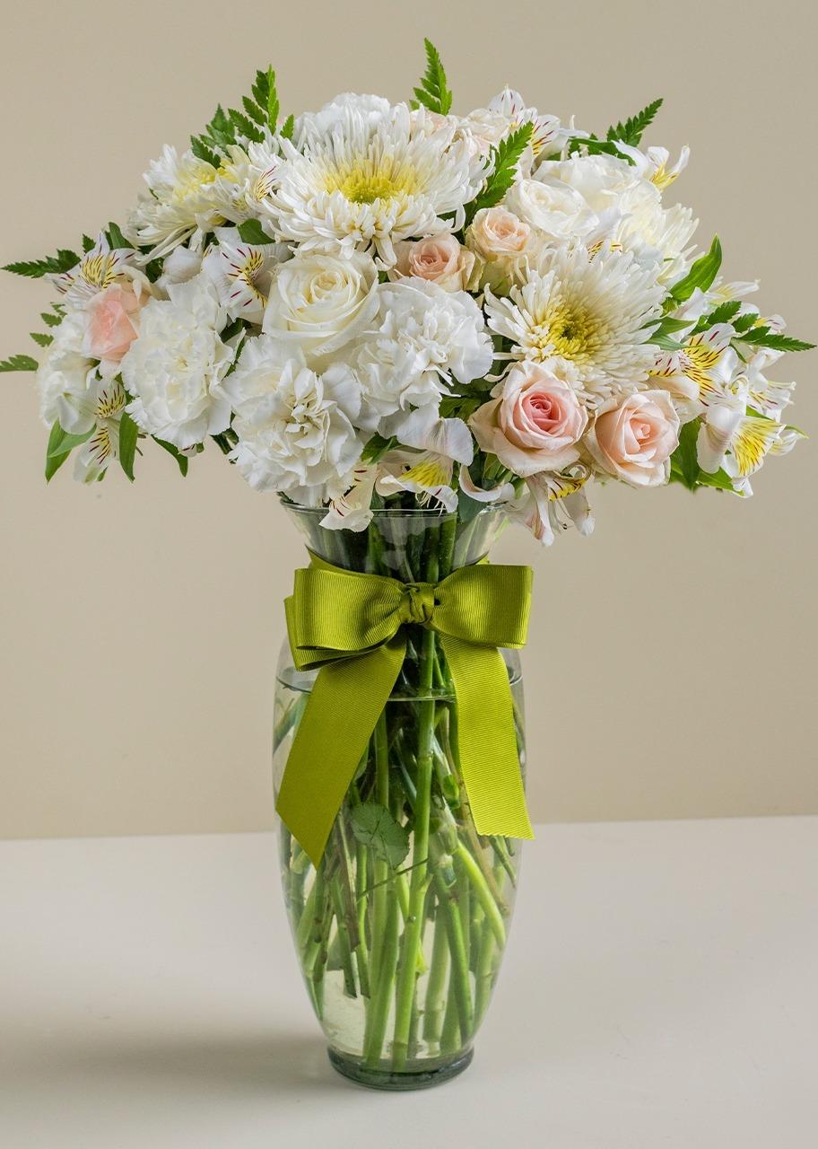 Imagen para 8 Rosas y Claveles blancos en Jarrón - 1