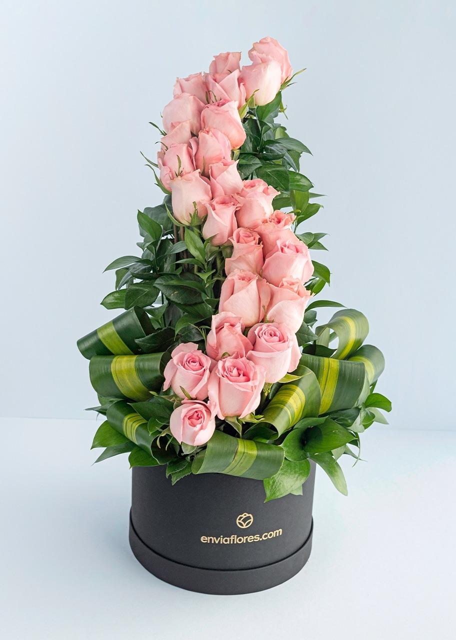 Imagen para Amor infinito con 24 rosas rosas en caja - 1