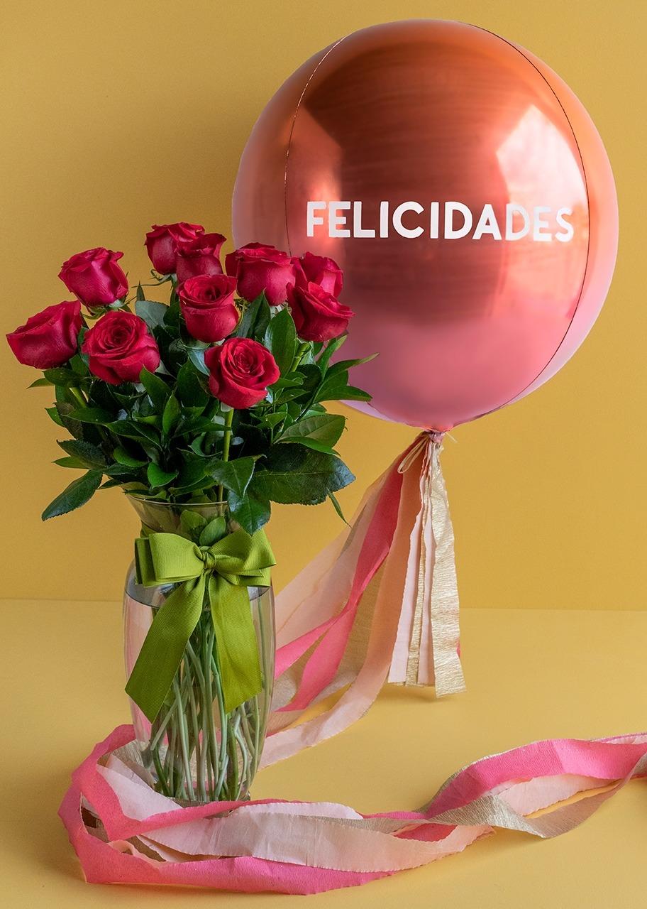 """Imagen para Arreglo 12 Rosas con Globo """"Felicidades"""" - 1"""