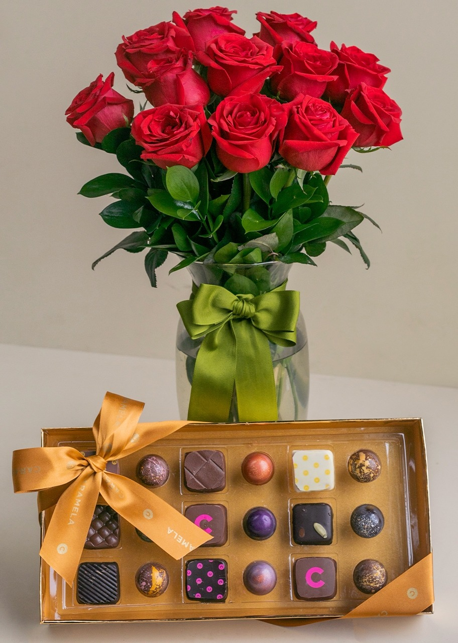 Imagen para 12 Red Roses + Gourmet Chocolates Gift - 1