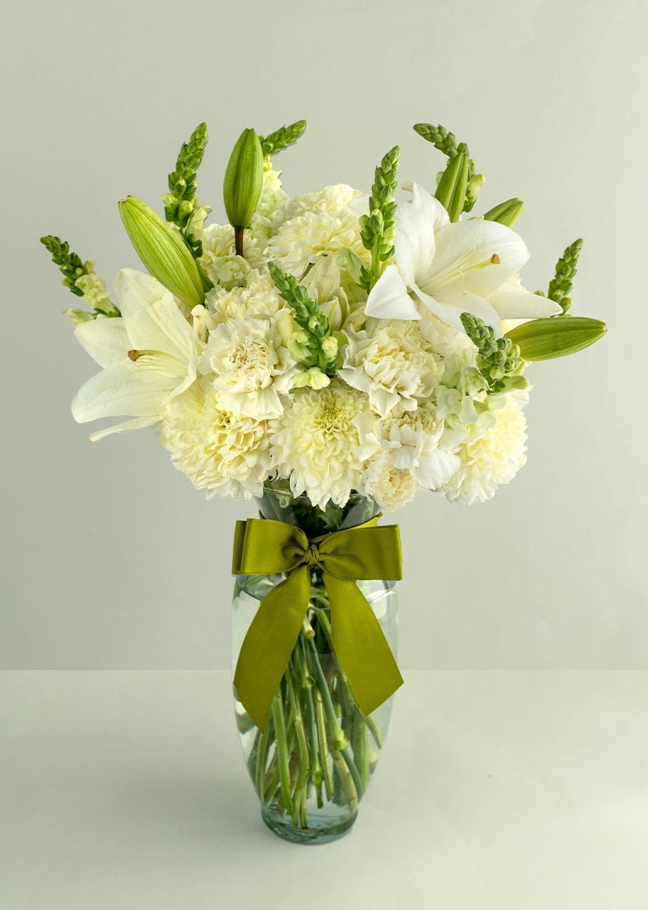 Imagen para Arreglo con polar blanco y lilys - 1