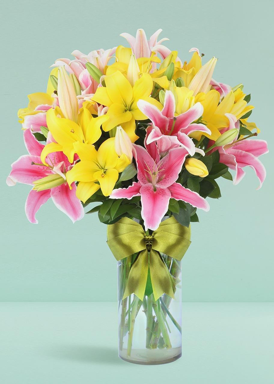 Imagen para Arreglo floral de Lilys Amarillas con Stargazer - 1