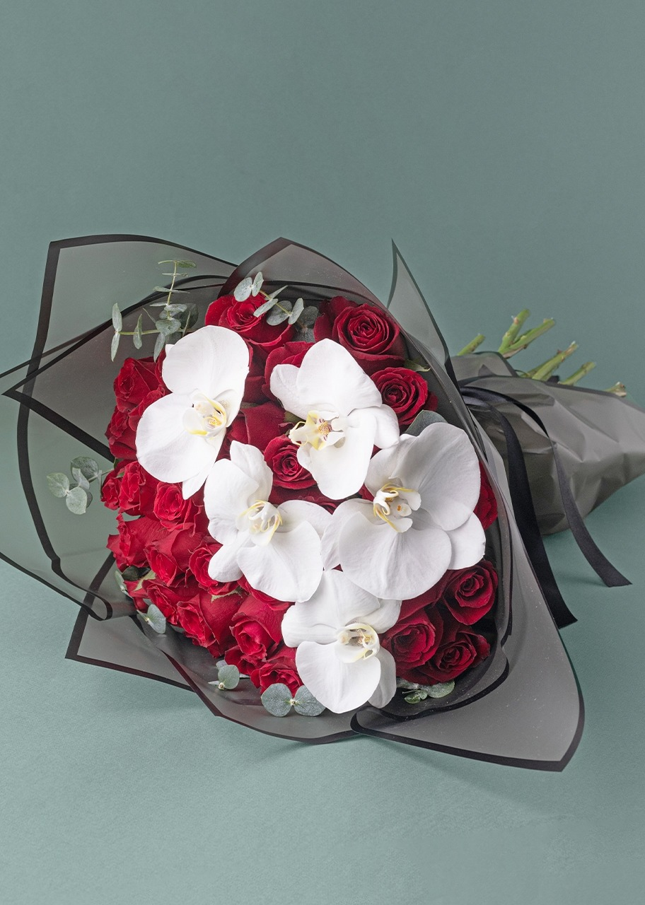 Imagen para 36 Red Roses and Orchids Bouquet - 1