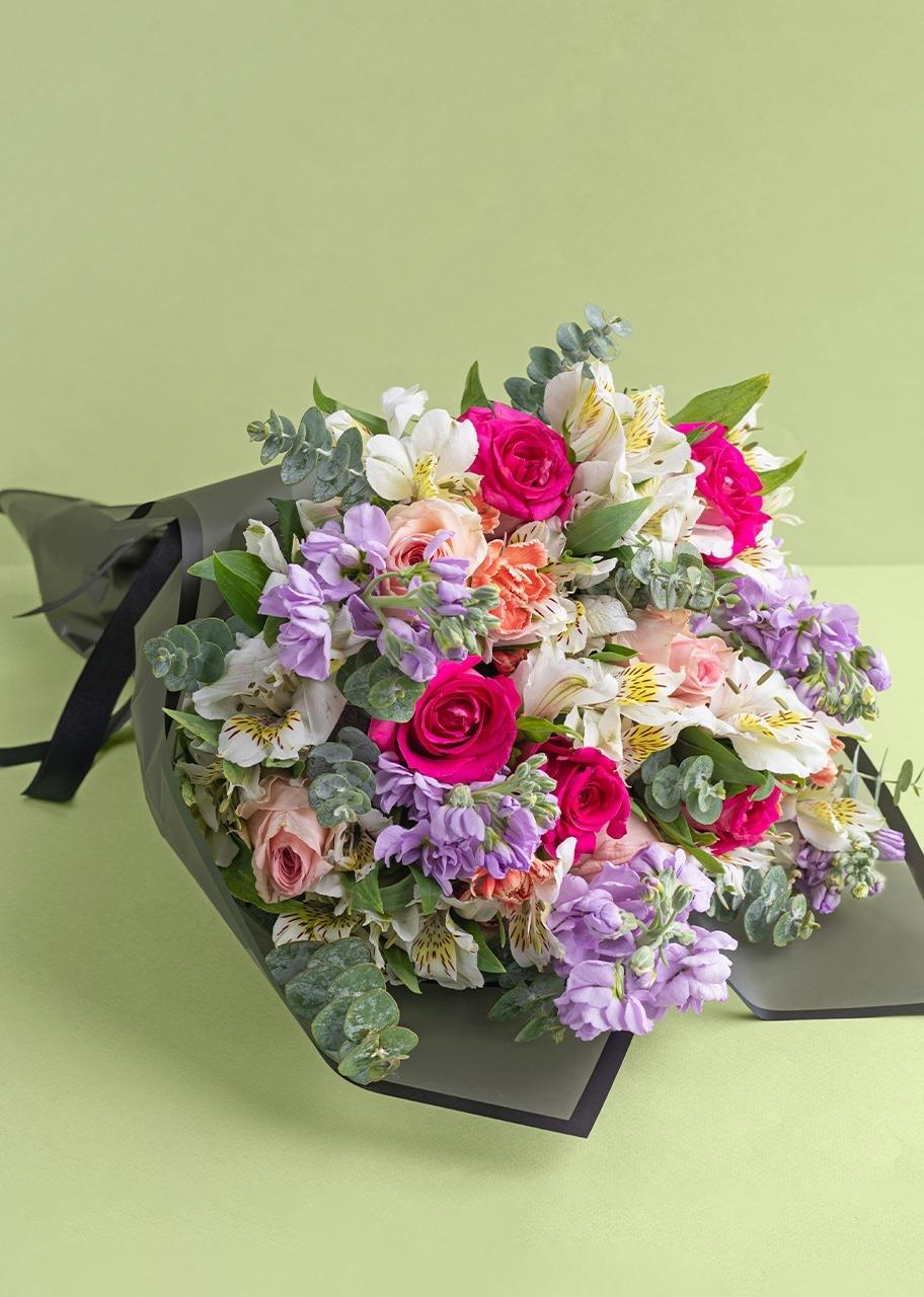 Imagen para Ramo de rosas rosas y alhelies - 1
