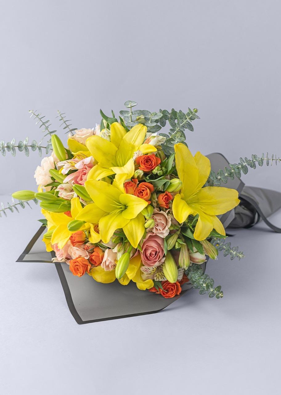 Imagen para Ramo de Lilys amarillas y mini rosas - 1
