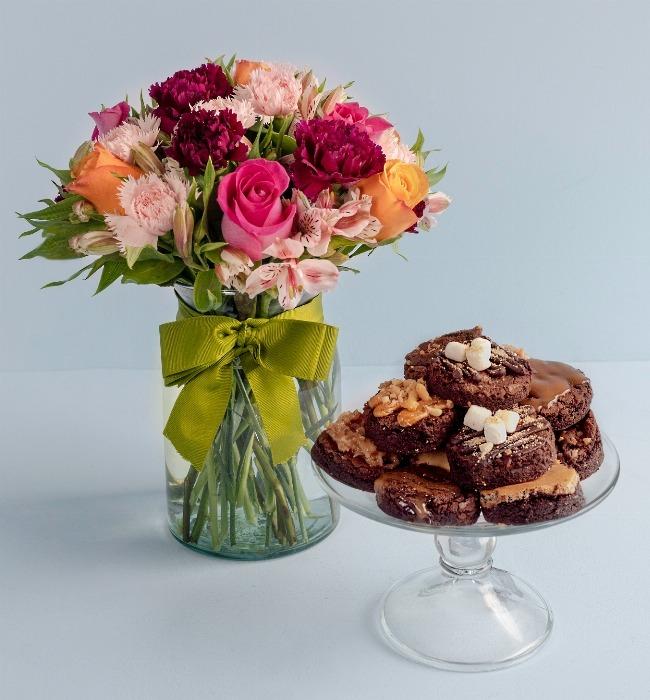 Imagen para Brownies 12 pz y Arreglo de Rosas - 1